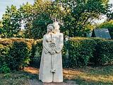 Скульптура Петра и Февронии